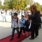 Госпожа Семова с първокласниците
